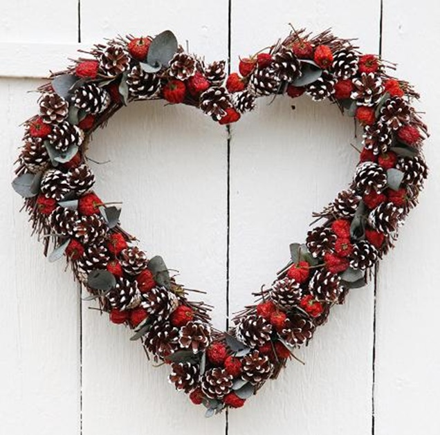 red berry heart wreath 2