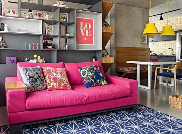 sala-sofa-rosa-tapete-azul