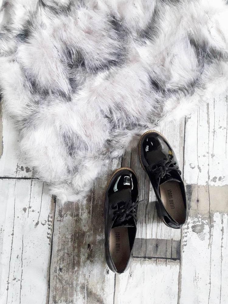 08f2db2a51 Colete Pelúcia alta mesclado preto e branco -  loja Amaro   Sapato Oxford  salto tratorado Michele calçados Feminino   Shopping Itaquera   MichelleCalçados